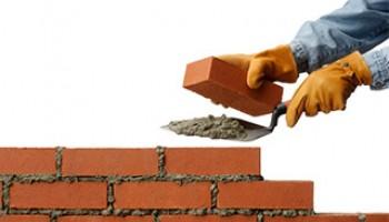 Чем такой строительный материал, как кирпич, отличается от камня?